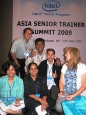 Bersama Para Pemateri dari Intel Education (Rattan Saleem, Agnes Nathan dan Teressa Maves)