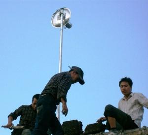 Antenna tutup panci bolic untuk menghubungkan sekolah dengan koneksi jaringan lokal dan Internet di gugus