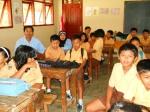 Siswa SDN Jetis II dan para guru menyaksikan paparan kerja kelompok